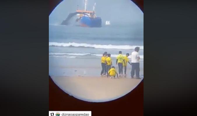 Resultado de imagem para falso que vídeo mostre navio jogando petróleo no mar do Nordeste