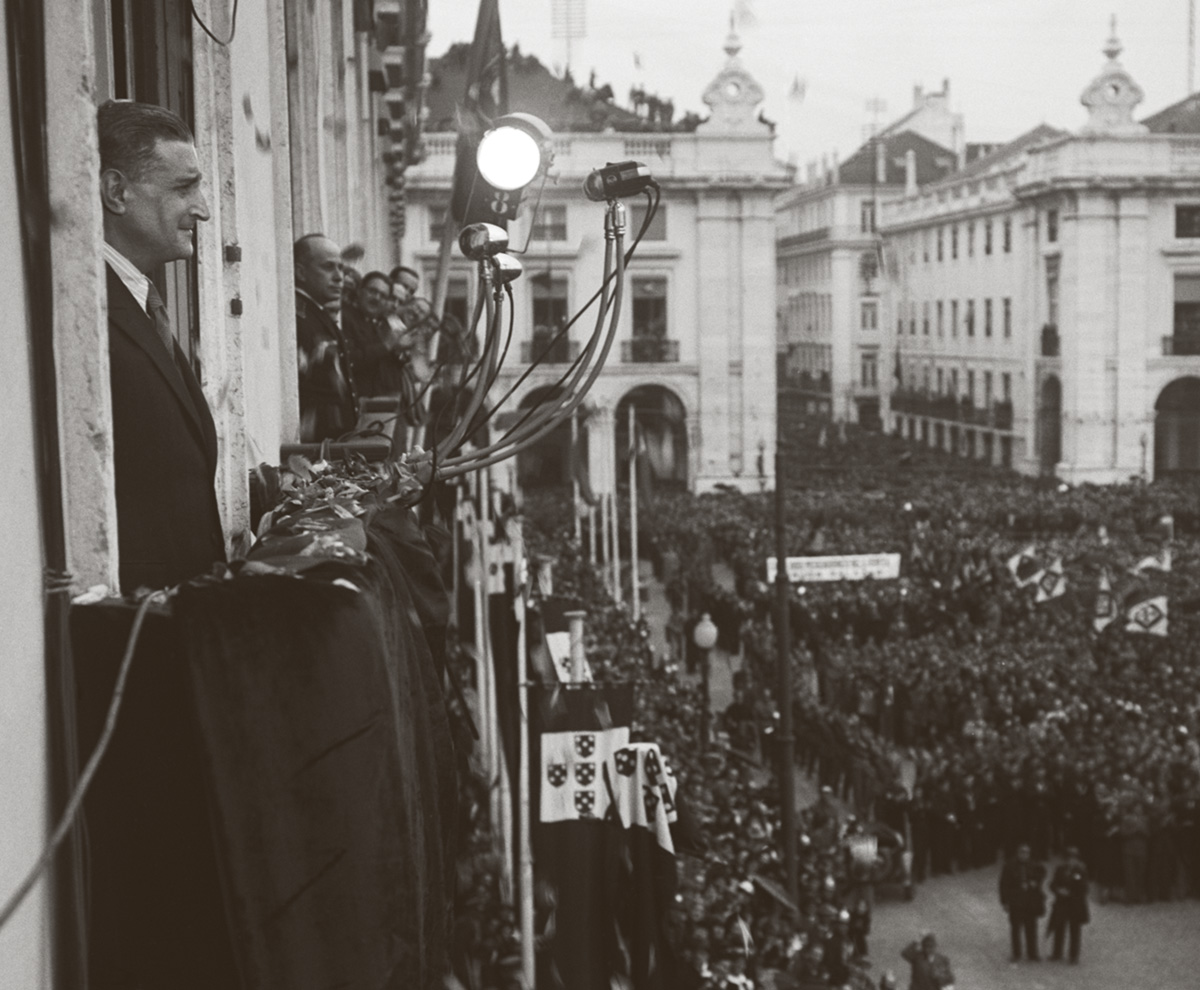 Apesar de seu prestígio na maioria da população, Salazar tinha aversão a aparições públicas, recusava-se a participar de comícios, era mau orador e não aceitava baixar o nível dos discursos ou ceder a slogans fáceis de lembrar
