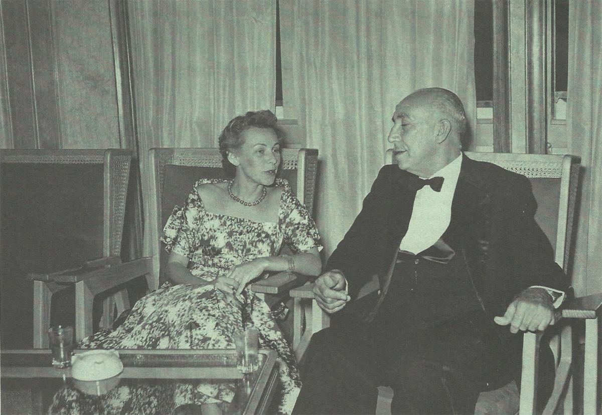 Na festa de gala a bordo do <i>Giulio Cesare</i>, em 1954, minha mãe e João Alberto, o tenente que escapou de um acidente de avião no Rio Prata