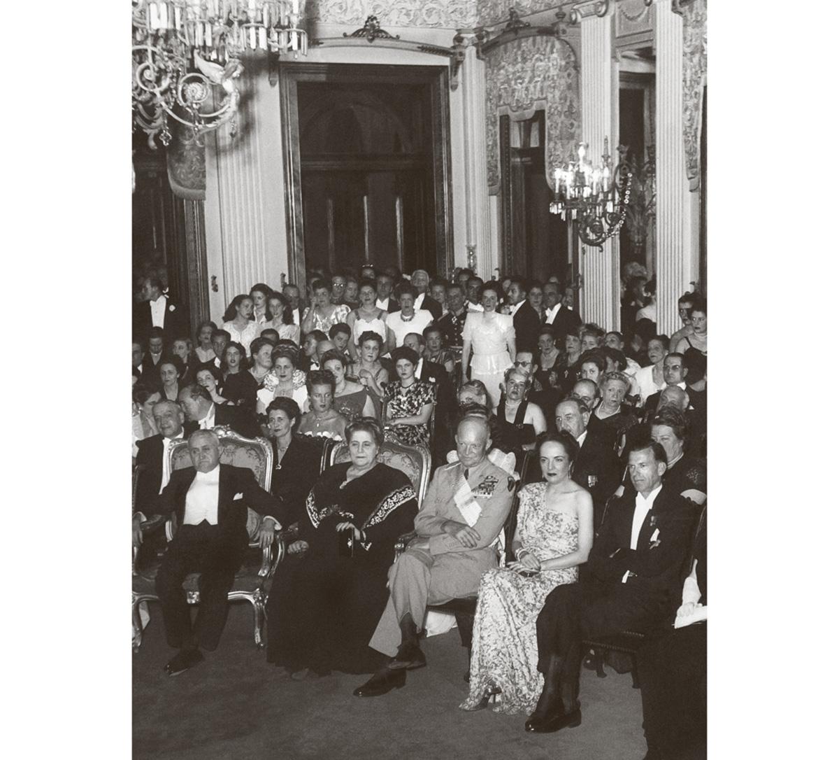 Recepção no salão nobre do Palácio do Itamaraty em homenagem ao general americano Dwight D. Eisenhower, em visita oficial ao Rio de Janeiro, capital da República, em agosto de 1946