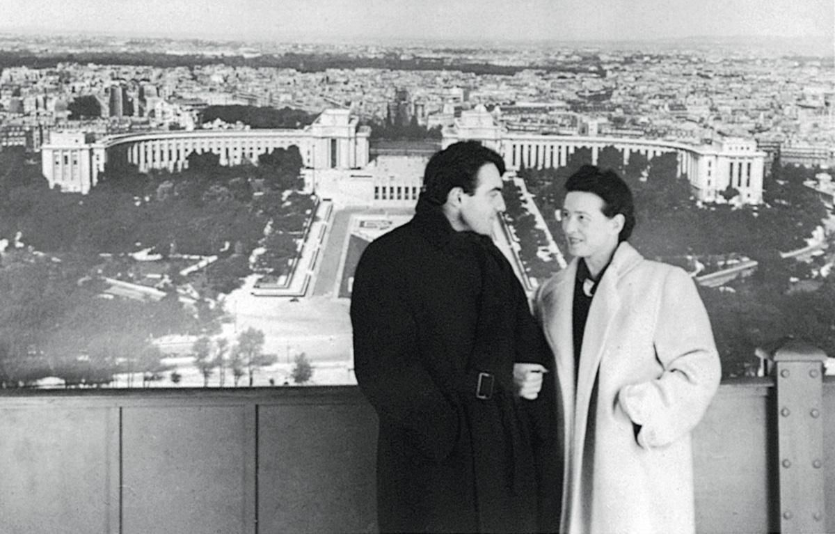 """Lanzmann, com Simone de Beauvoir: """"Ela disse que não tinha mais relação amorosa e sexual com Sartre. Minha perturbação dobrou: não seria uma aventura; ela instaurava entre nós outra relação, infinitamente mais grave. Eu seria o seu sexto homem"""""""