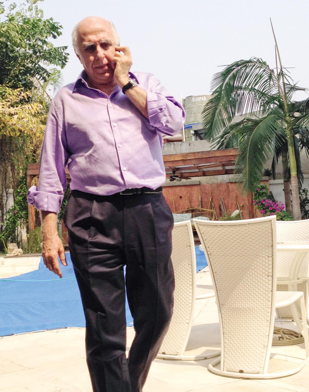 """Abdelmassih no jradim de sua casa no Paraguai, onde ficou gorafido por três anos. """"Tive muitos casos extraconjugais, inclusive com pacientes. Mas foram todos consensuais. Todos."""""""