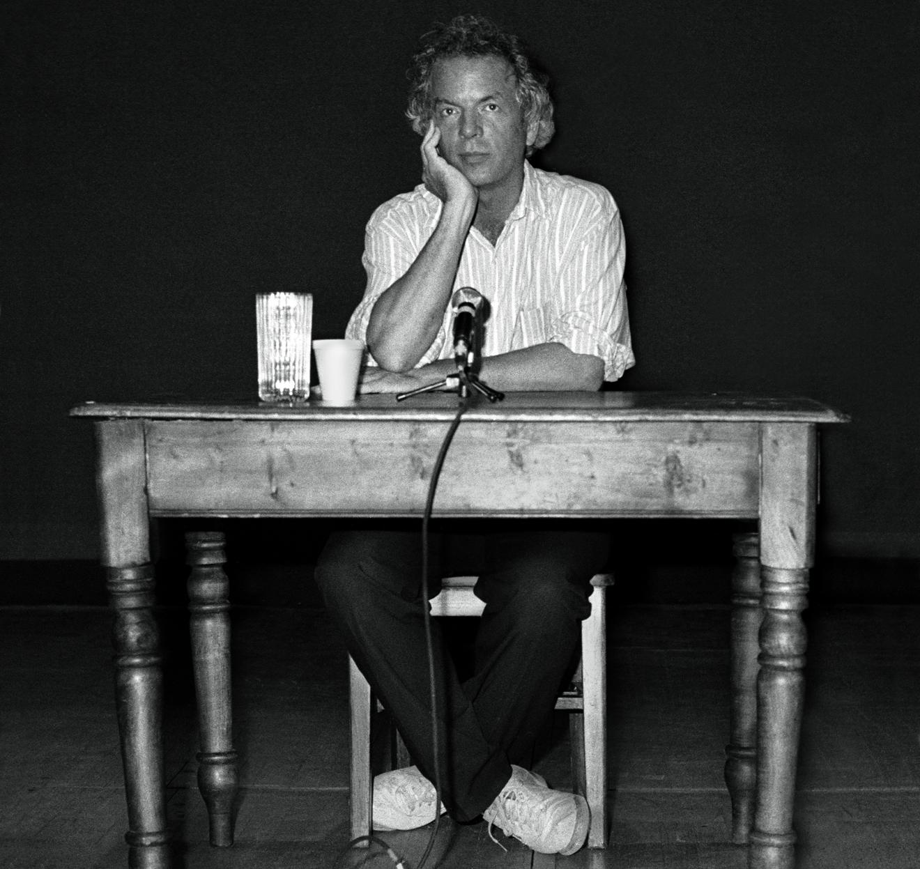 Gray era a saída para a armadilha que havia feito do ator uma peça a mais no sombrio teatro da imagem. Dedicava-se a uma arte tão antiga quanto o próprio homem, a de contar uma história
