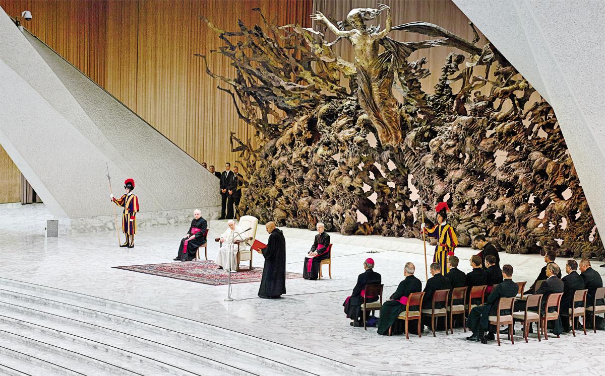 """Enquanto aos olhos do público o papa Francisco parece uma figura gentil e paternal, no Vaticano ele tem fama de durão, empenhado em chacoalhar formas tradicionais de governar a Igreja. Em entrevistas, ele já se descreveu como """"ingênuo"""", mas também como """"furbo"""" – astuto, espero, malandro"""