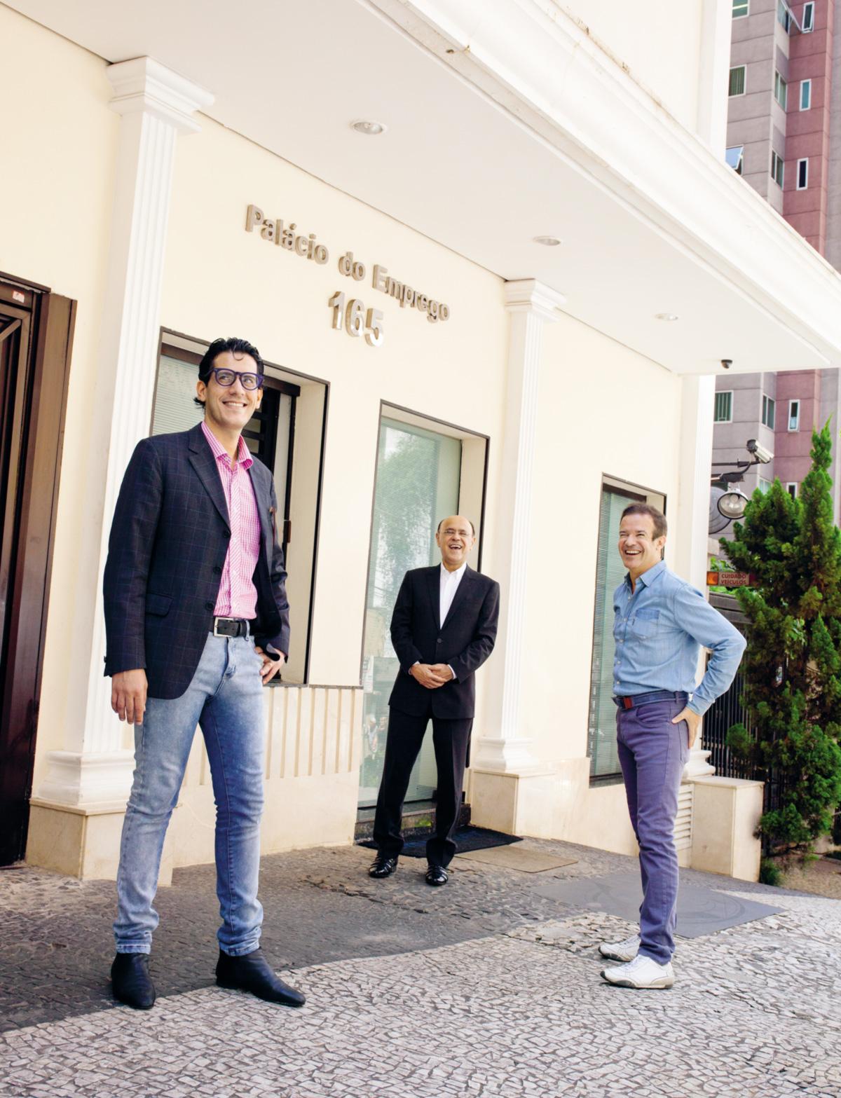 """O trio estima gastar 1 milhão de reais ao mês com a revista. """"Me sinto como se tivesse comprado o Corinthians"""", diz André Sanseverino"""