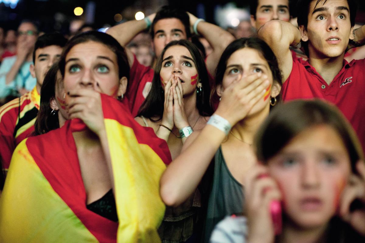 O fiasco acachapante de <i>La Roja</i> quebrou o espelho mágico através do qual o país, pessimista e desmoralizado, podia ver na sua seleção um exemplo de cooperação, sacrifício e trabalho