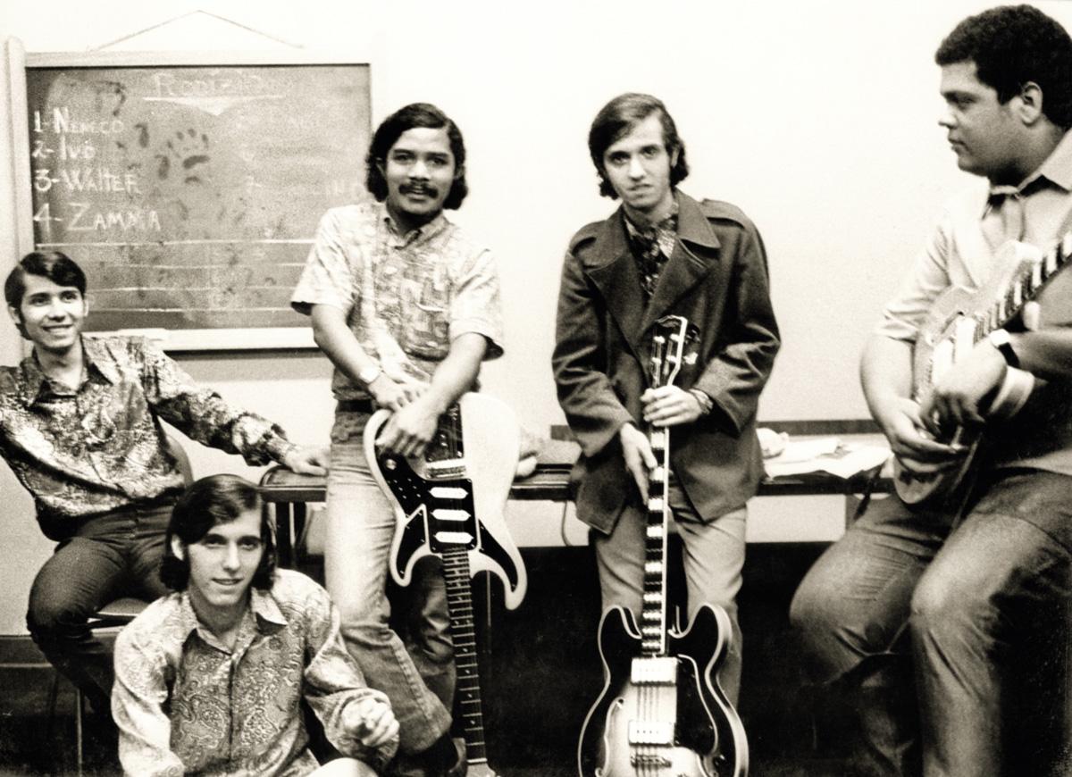 A banda Os Carbonos era especialista em <i>covers</i> perfeitos de sucessos internacionais; em 1980, gravaram pela Continental um LP com músicas da novela <i>Água Viva</i> e surpreenderam os executivos da concorrente Som Livre, da Globo