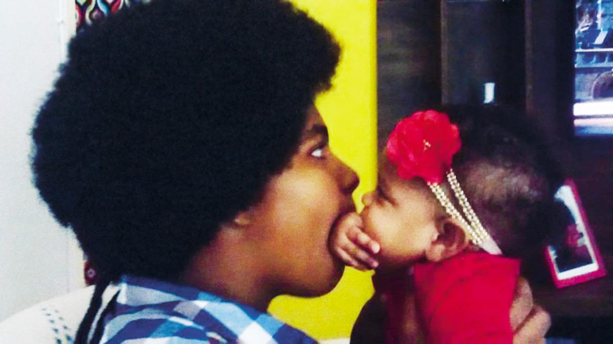 """Makeda com a irmã Augusta; atribuído à rainha de Sabá, o nome da bebê significa """"grandiosa"""""""