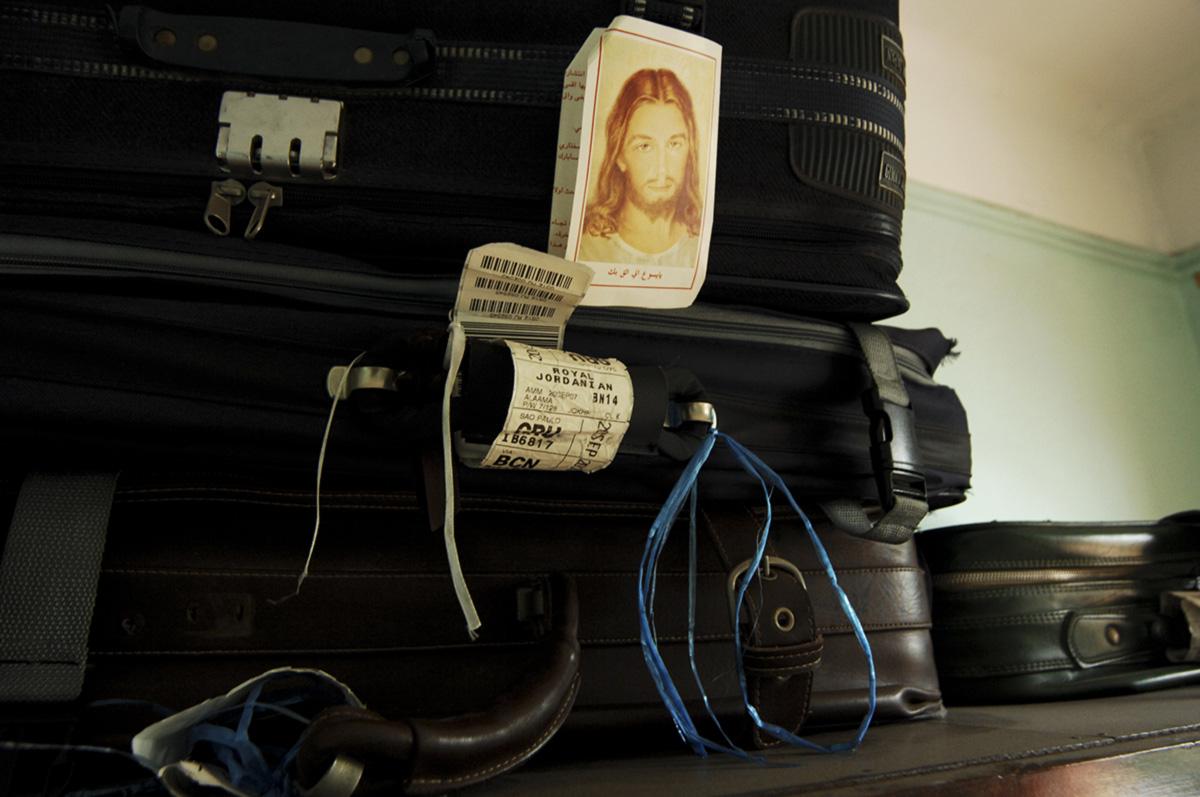 As marcas da devoção cristã de Ayeda fizeram a travessia do Iraque até a casa brasileira