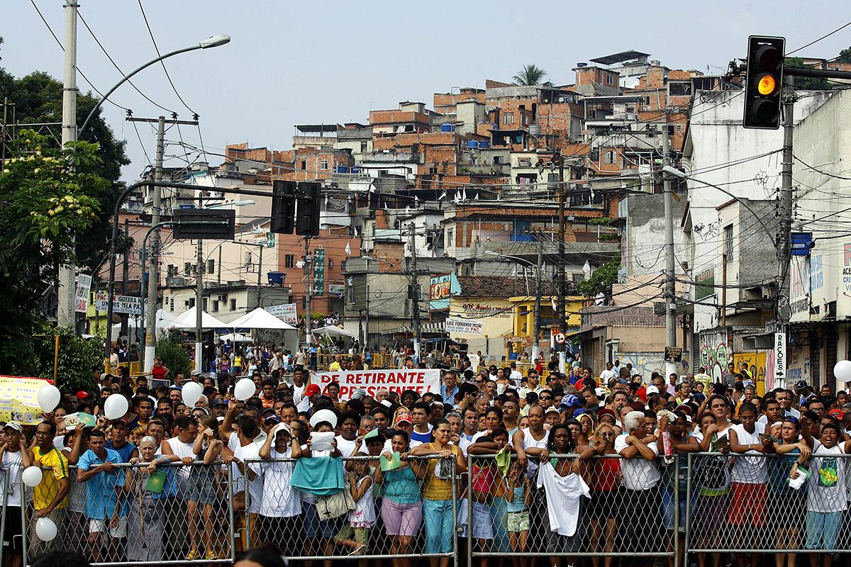 O chefe da segurança de Lula foi ao Rio tratar da visita do presidente às obras do PAC nas favelas, quando aproveitou para conversar com os representantes da associação de bairro. No dia do evento, nem a polícia fluminense nem os traficantes foram vistos no local