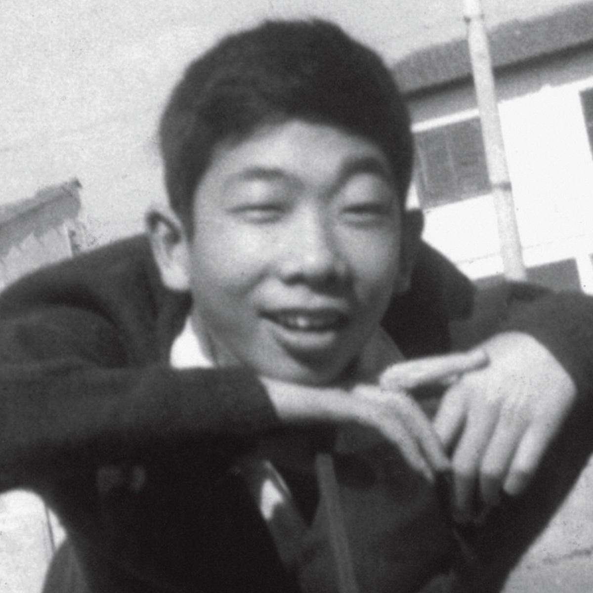 O menino que veio da China e gostava de fotografia e marcenaria