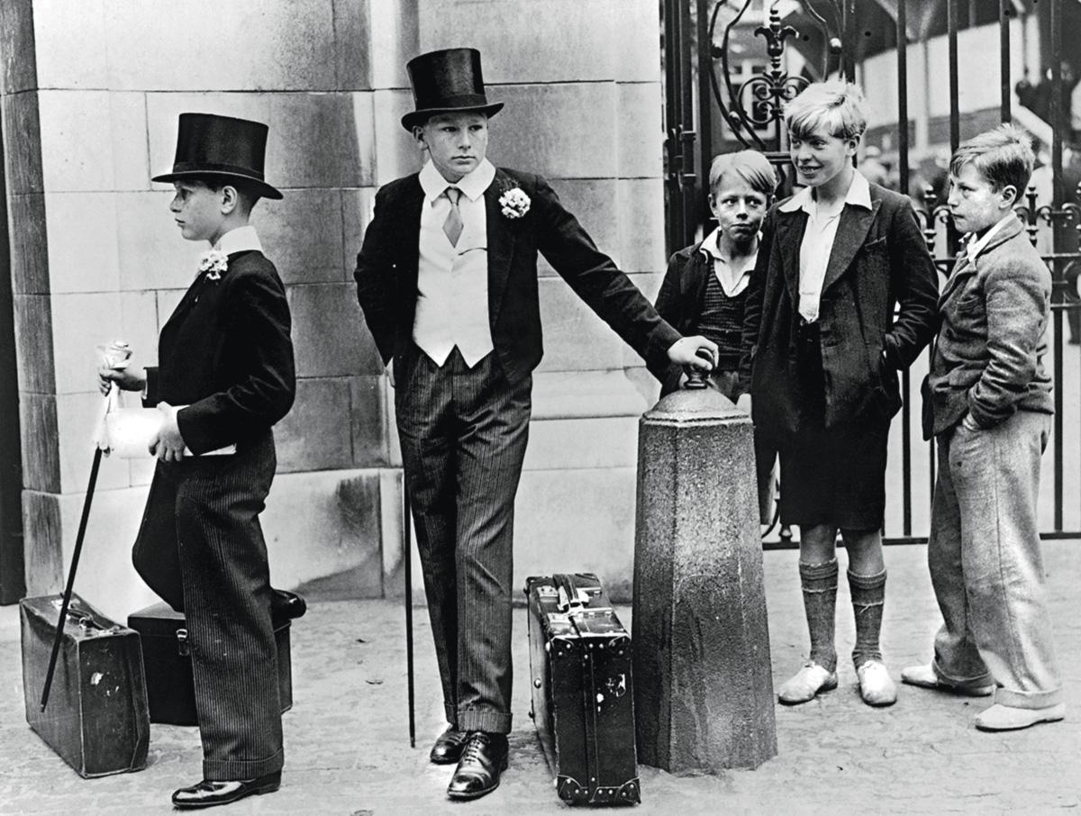 A foto tirada por Jimmy Sime numa manhã de 1937, à entrada do portão principal do Lord's Cricket Ground, de Londres, eternizou-se como a face do abismo entre as classes sociais na Inglaterra