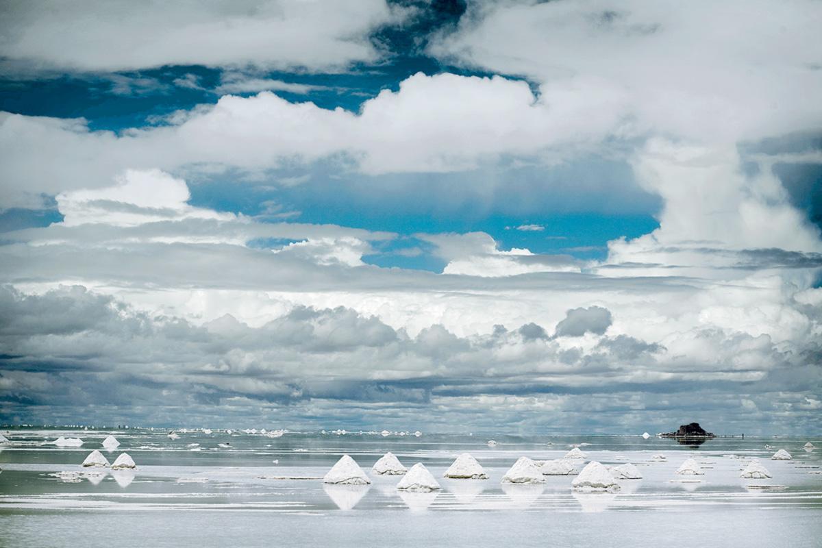 """O Salar de Uyumi, uma vasta planície de sal no sudoeste da Bolívia, contém a maior reserva de lítio do mundo. """"O Estado nunca abrirá mão da soberania em relação ao lítio"""", disse o presidente Evo Morales"""