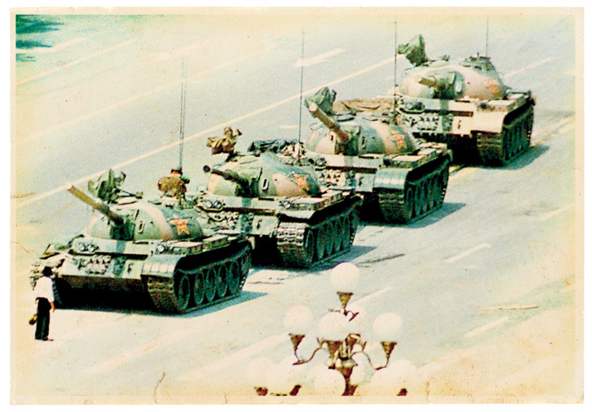 """D. Hélder Câmara disse: """"Quando dou comida aos pobres, me chamam de santo. Quando pergunto por que eles são pobres, me chamam de comunista.""""Os chineses pediram ao Partido Comunista a liberdade e foram reprimidos com tanques"""