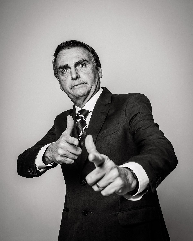 """Bolsonaro diz que irá varrer a esquerda do mapa e prega que cada """"cidadão de bem"""" tenha uma arma em casa para se defender: """"Cartão de visita para marginal do MST é cartucho 762″."""