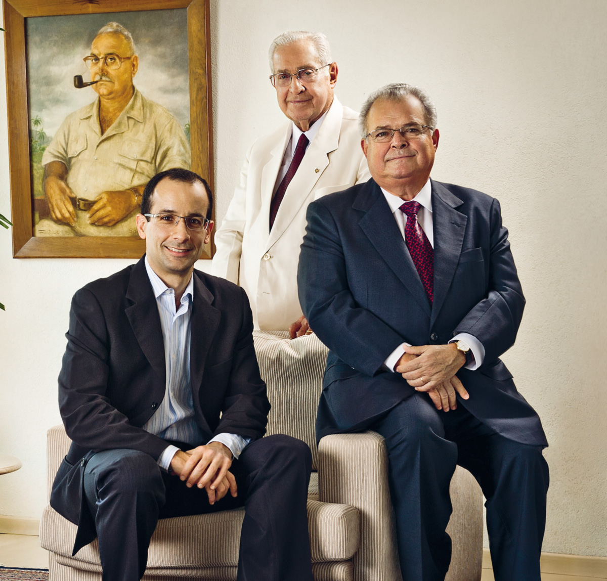 O avô Norberto, o pai Emílio e o filho Marcelo, diante do retrato do patriarca, também Emílio. Envolvida em escândalos há décadas, a Odebrecht sempre saiu incólume. Com a Lava Jato, deve produzir o maior inventário da corrupção no Brasil