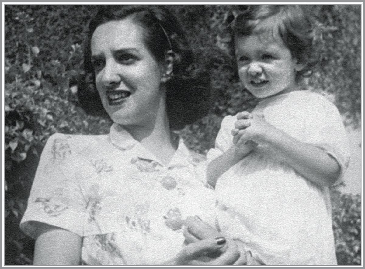 Gilda de Mello e Souza com a menina: a mãe respeitava a agitação da filha, mas não descuidava da sua aparência