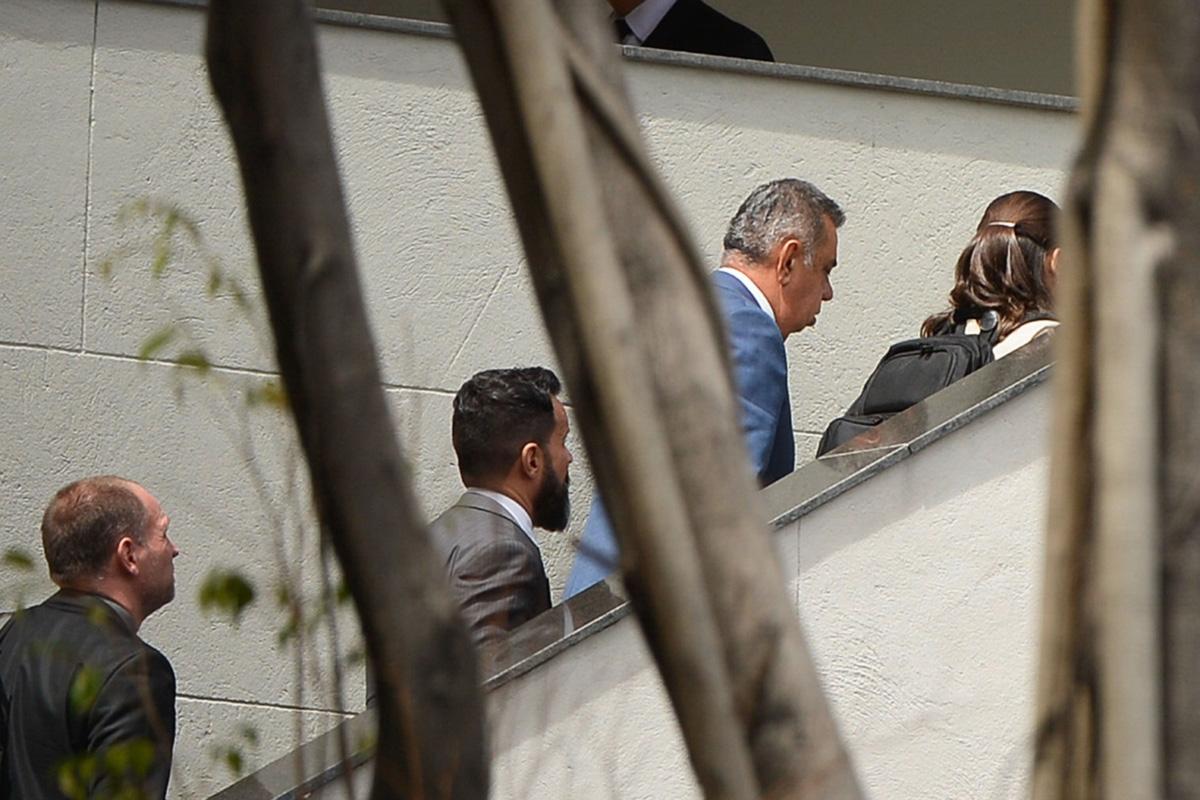 Jorge Picciani, presidente da ALERJ, chega à sede da Polícia Federal para prestar depoimento