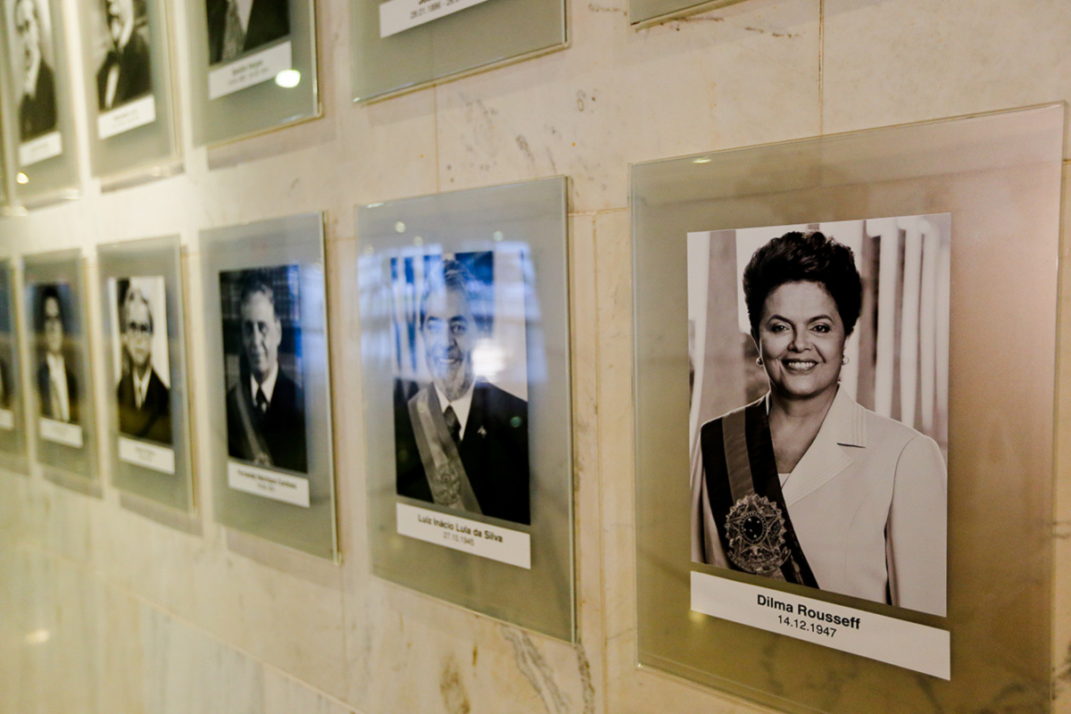 Retrato oficial de Dilma Rousseff na galeria dos ex-presidentes, no hall do Palácio do Planalto
