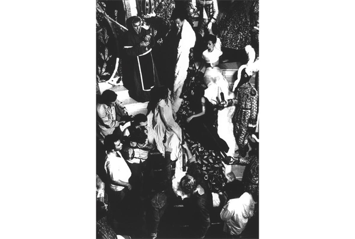 """Em meio a um bombardeio de críticas, Hélio Pellegrino elogiou <i>Terra em Transe</i>: era a """"honrada confissão do impasse"""" de um país onde as soluções de compromisso falharam"""