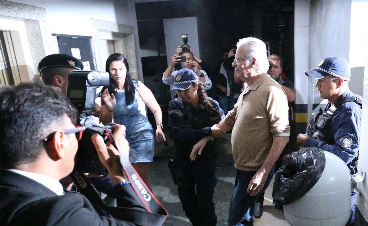 O ex-ministro José Dirceu (acima) é um dos cerca de 20 mil brasileiros a ostentar  o aparelho. Segundo o site Poder 360, só da Lava Jato são ao menos 26 monitorados.