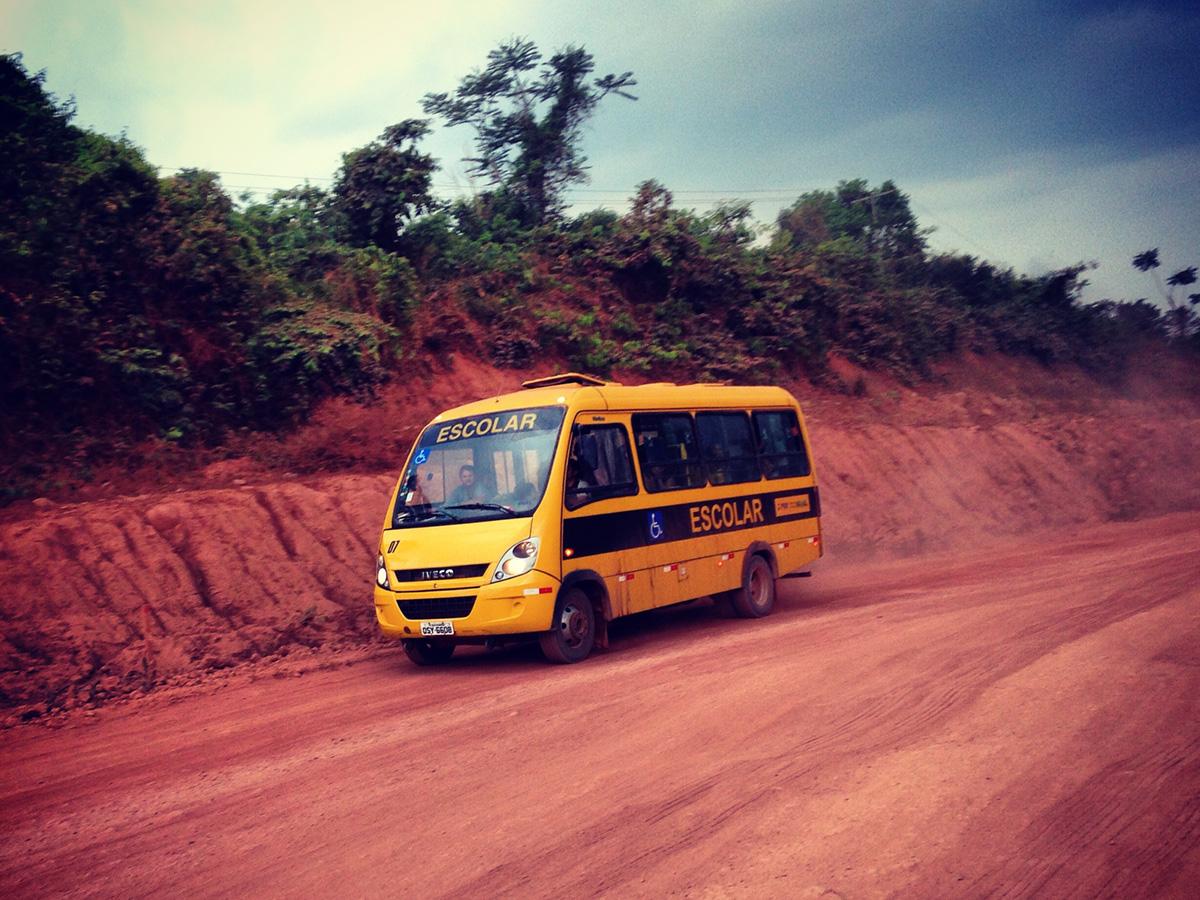Ônibus escolar na BR-163, no Pará.