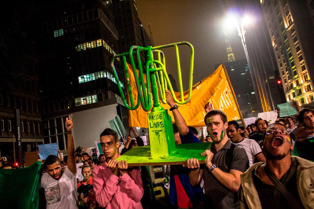 O MPL em junho de 2013, no auge das manifestações. Semanas depois, o grupo deixou as ruas. Cobrado pela esquerda por ter abandonado a luta política, o movimento entrou em uma espiral de desavenças internas que causariam a debandada de seus principais quadros.