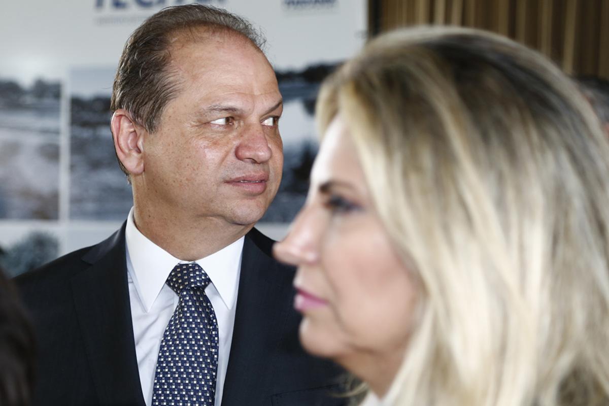 """Com a baixa de lideranças locais, como Roberto Requião e Álvaro Dias, Barros anteviu uma oportunidade de alçar voo. A mulher (Cida Borghetti, na foto) e a filha estão no plano. """"Ele tem algo da personalidade do Eduardo Cunha. Não se irrita, não vibra, não se entristece"""", diz um aliado."""
