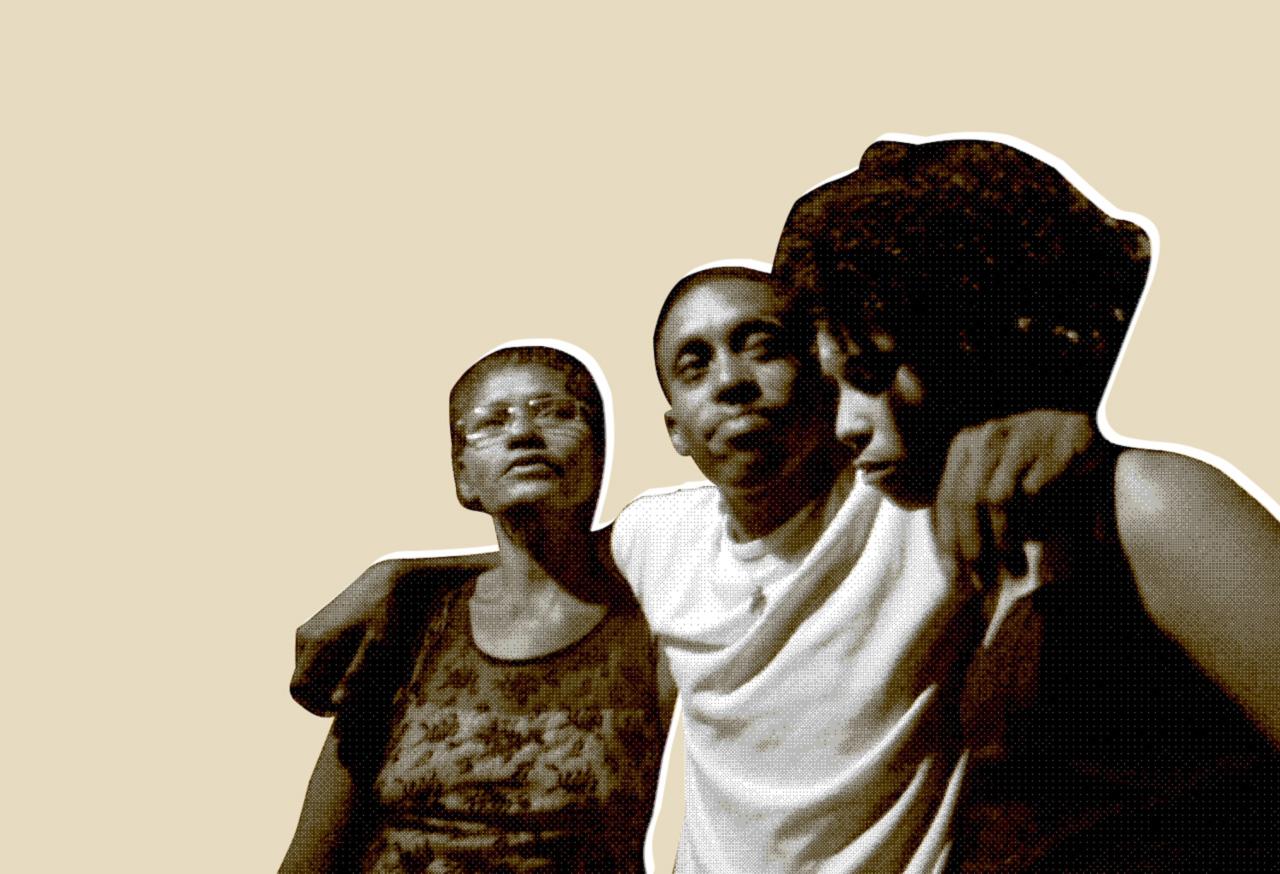 A mãe, Adriana Braga, junto a Rafael e à irmã Crislaine. A tuberculose, que matou um colega de cela, foi o motivo da liberdade provisória