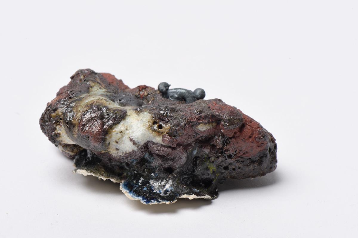 Rocha Vulcânica, ca. 100.000 anos Pós-Antropoceno, 2016. Série <i>Futuro das Pedras</i>, terra com resíduos materiais coletados após a catástrofe em Bento Rodrigues, 4,0 x 4,5 x 10,0 cm