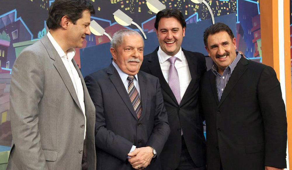 Lula no Programa do Ratinho em 2012. A longa e amistosa entrevista rendeu multa por propaganda eleitoral antecipada.