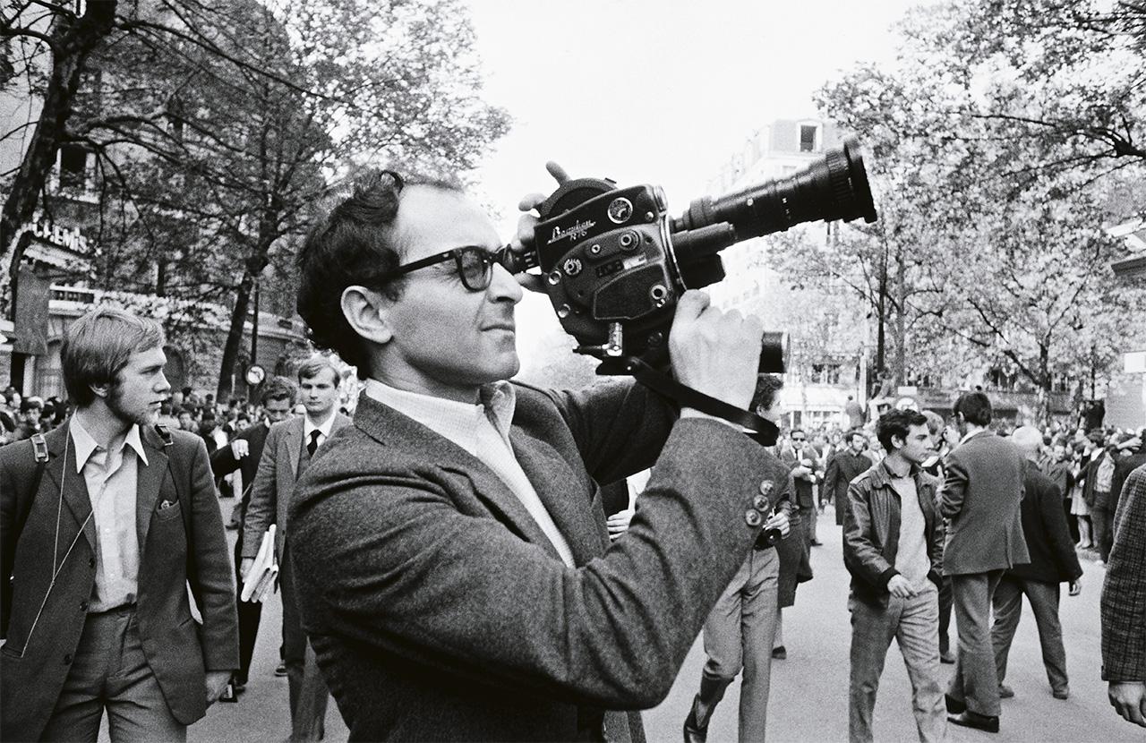 Durante um confronto, Jean-Luc tropeçou e se espatifou na calçada. Ficou atordoado. Seus óculos haviam quebrado. Furioso, queria que eu chamasse um táxi para ir aos Champs-Elysées, onde ficava a ótica que frequentava. Mas que táxi? Onde?