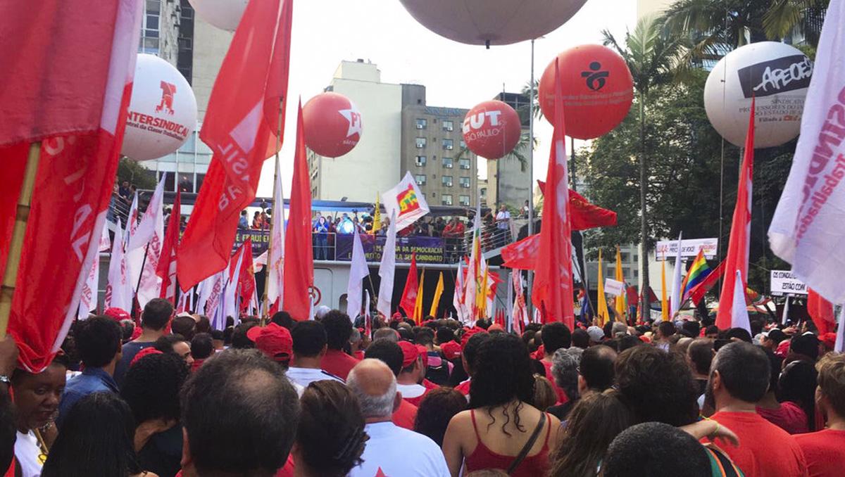 Manifestantes protestam contra a condenação de Lula em São Paulo