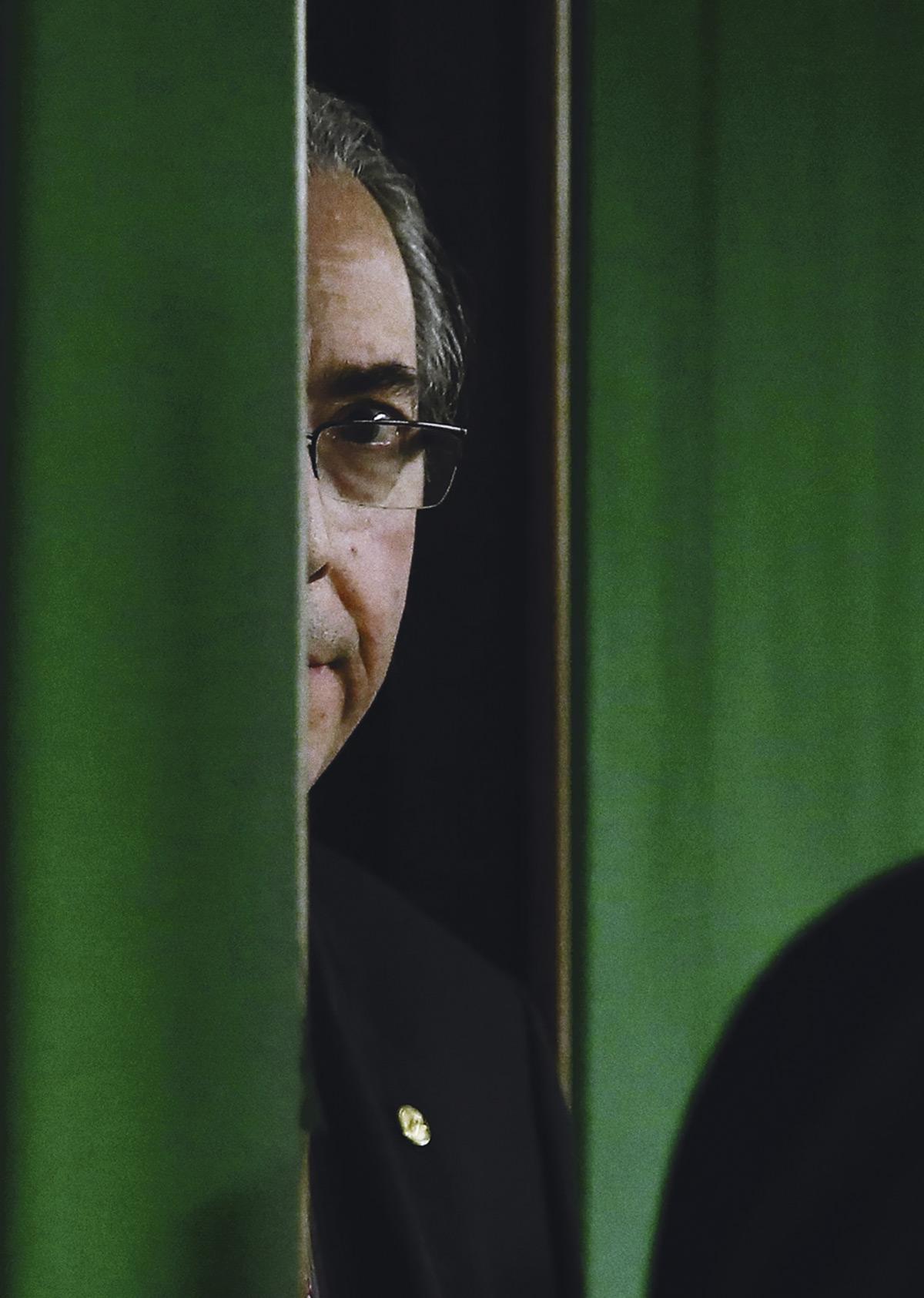 Nos últimos anos, um dos lados da disputa política no Brasil – aquele que foi derrotado em 2014 – passou a ter o poder de ligar ou desligar instituições de acordo com os seus interesses