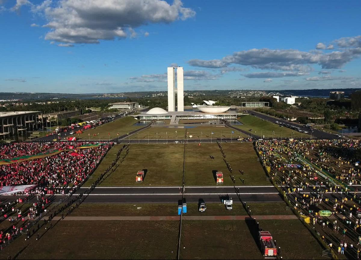 """""""Parece haver razões suficientes para perguntar se a Presidência Dilma Rousseff, encerrada no Senado Federal por 61 votos a 20, em agosto de 2016, merece o réquiem que Maria Augusta lhe dedicou"""", escreve Escorel."""
