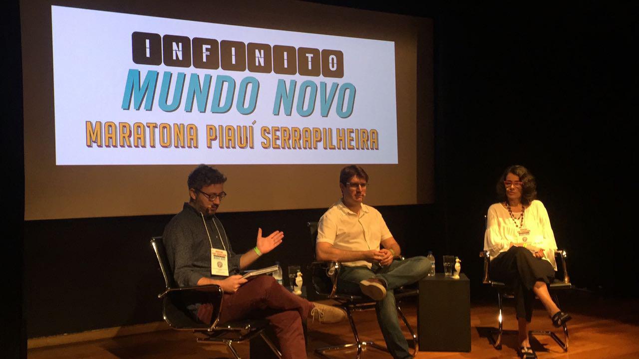 Douglas Galante conversa com os jornalistas Roberto Kaz e Ana Lucia Azevedo na abertura da Maratona