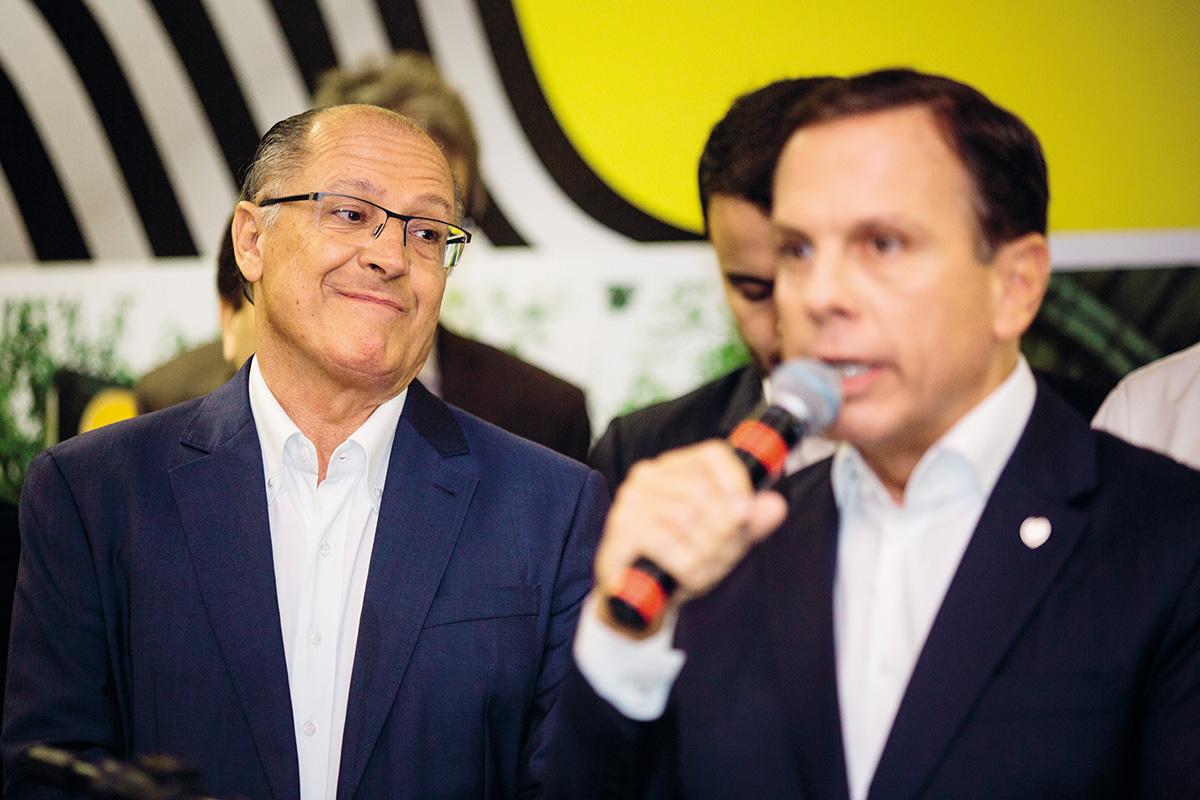 """Ressentimentos mútuos se avolumaram entre Geraldo Alckmin e João Doria. O ex-governador de São Paulo Alberto Goldman, da ala histórica do PSDB, classificou Doria de """"fascistoide"""": """"Ele é uma farsa. Acabou se revelando um mau gestor e um político que utiliza as práticas mais abomináveis"""""""