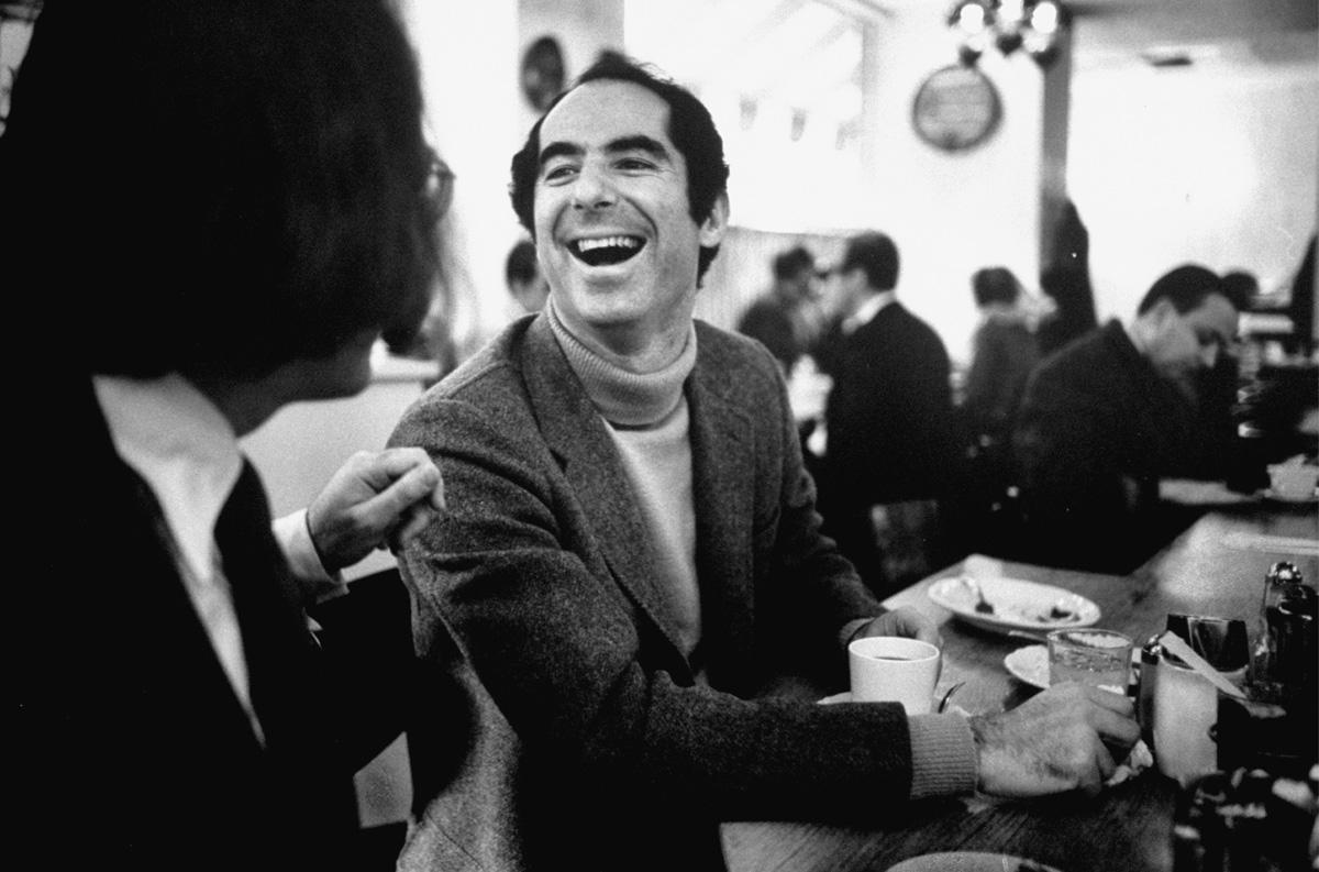 O escritor em uma lanchonete em Newark, Nova Jersey, em 1968