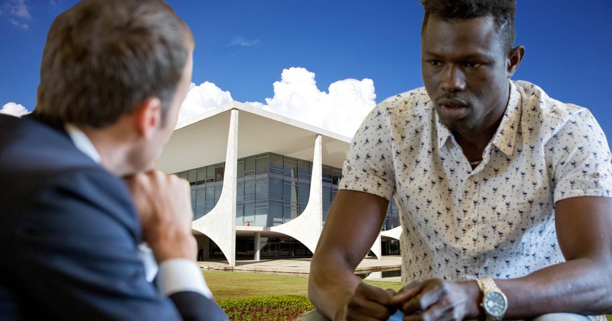 Moucron conversa com imigrante. Físicos da Unicamp calculam que se o mandato se desprendesse da janela, ele poderia ser salvo por uma energia proporcional à rejeição de Rodrigo Maia