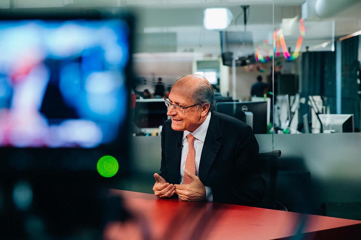 O primeiro programa deve gastar cinco horas com cenas de Alckmin jogando Sudoku