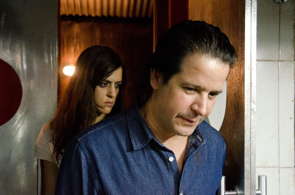 O filme, dirigido por Gabriela Amaral Almeida, peca também pela idealização dos desvalidos em contraposição à caricatura dos opressores