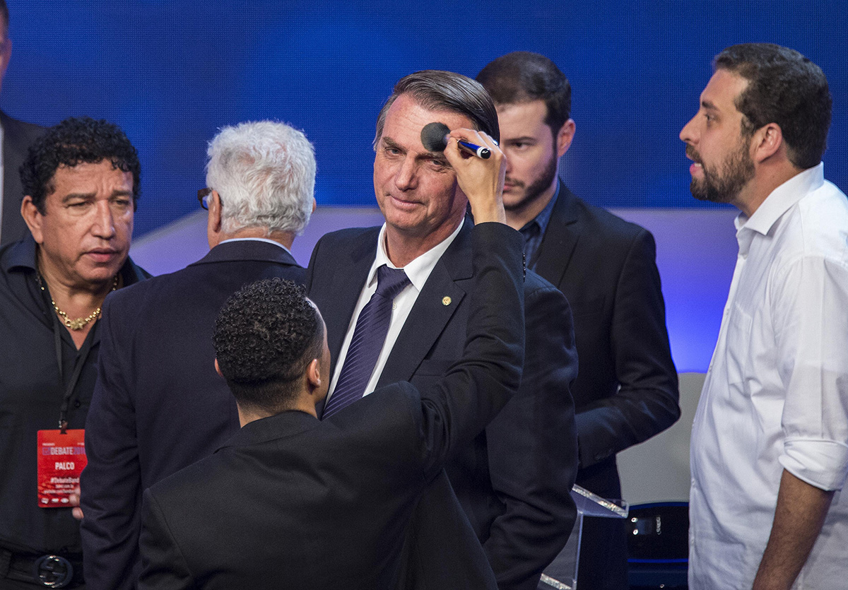 Bolsonaro também estuda baixar um ato institucional permitindo que Paulo Guedes o represente nos próximos debates