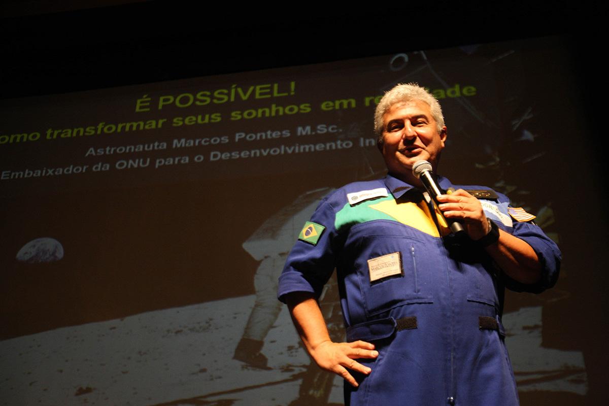 Em sua próxima viagem sideral, o Astronauta Brasileiro Marcos Pontes promete plantar uma sementinha do fascismo no espaço