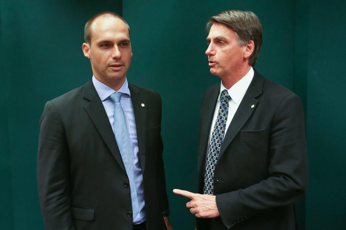 Para compensar o castigo, Bolsonaro prometeu que vai levar o filhão para um campo de tiro à petralhada a partir do próximo ano