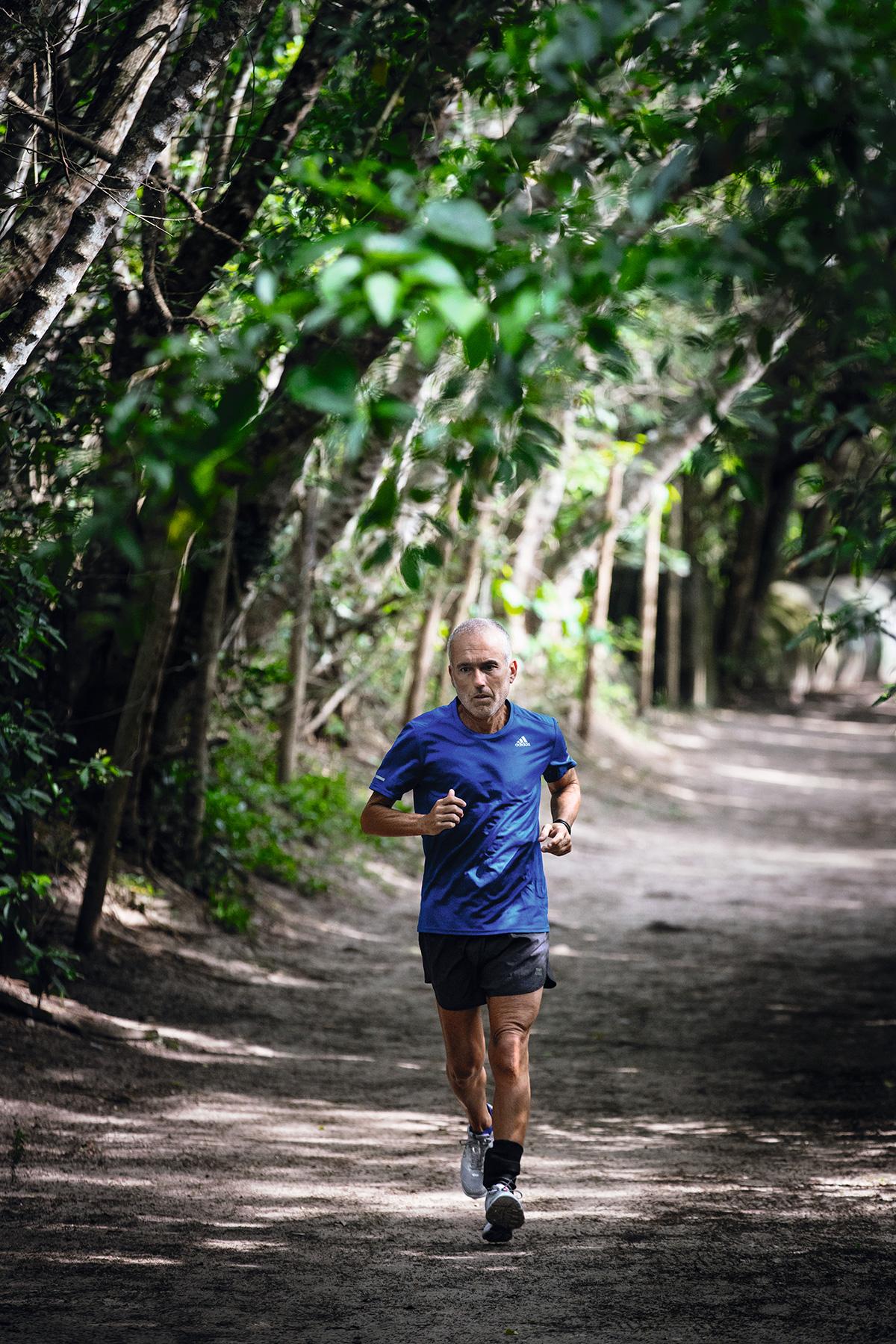 De tornozeleira eletrônica, o doleiro Cláudio Fernando Barboza de Souza, o Tony, segue com a rotina de exercícios físicos e planeja percorrer os 800 quilômetros do Caminho de Santiago