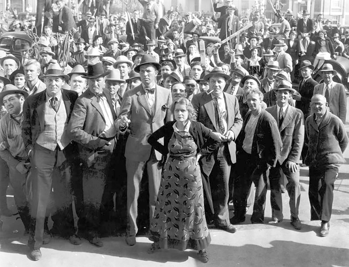 &#8220;As bravatas do presidente eleito incentivam manifestações isoladas, mas nem por isso menos graves, de intolerância e fazem pensar na atitude de Fritz Lang (1890-1976), depois de seu filme <i>O Testamento do Dr. Mabuse</i> (1933) ser interditado por Joseph Goebbels, ministro da Informação e Propaganda da Alemanha nazista&#8221;, escreve o crítico