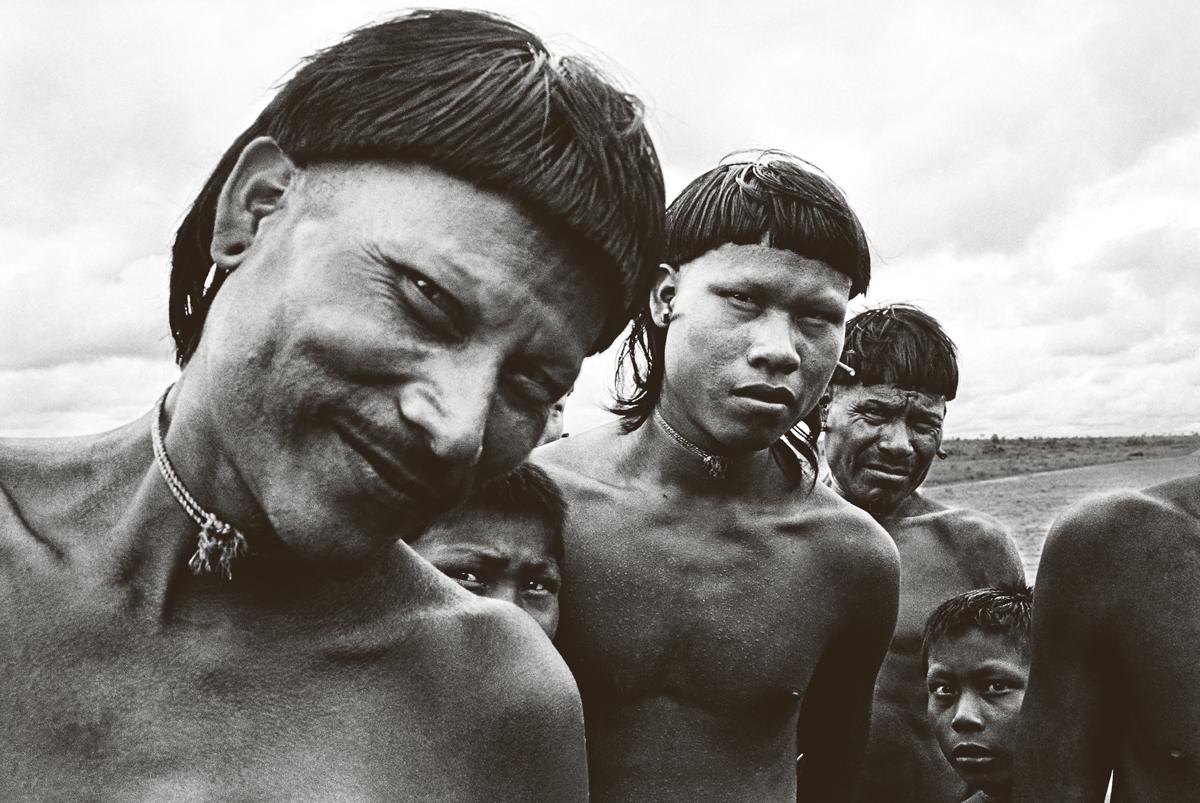 Xavantes no vale do rio Batovi, em Mato Grosso, em 1949. Os povos indígenas e comunidades tradicionais são provedores da diversidade das plantas agrícolas, a chamada agrobiodiversidade, fundamental para a segurança alimentar