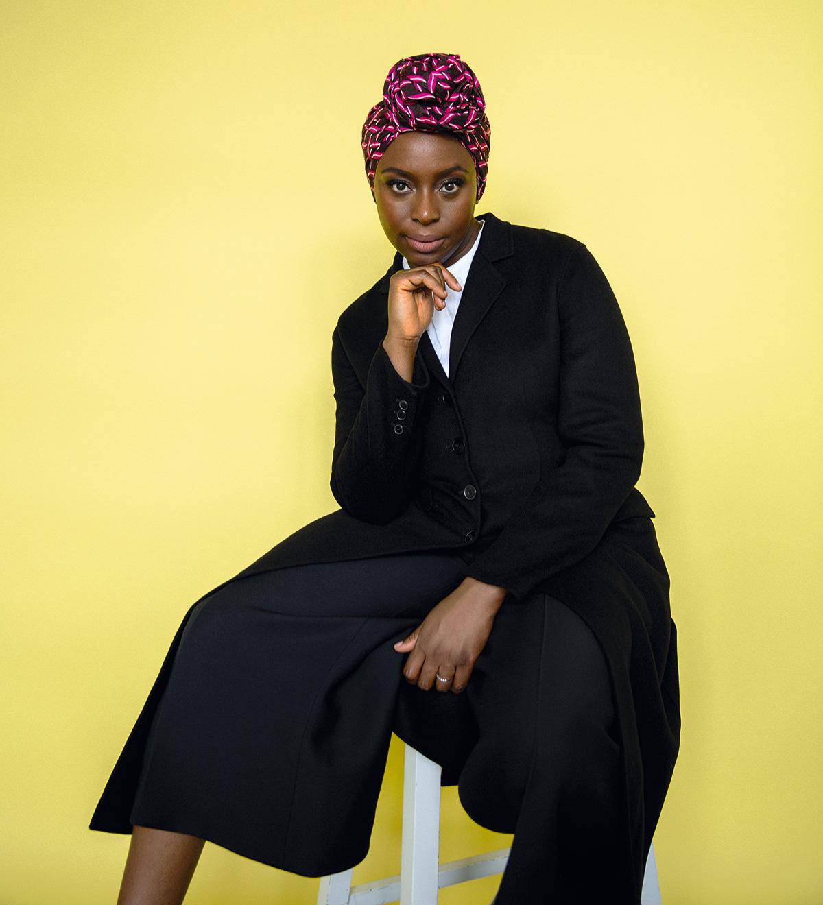 Chimamanda Ngozi Adichie teve uma criação católica e quando criança amava a Igreja. Adorava ir à missa, fascinada por aquele teatro todo. Seu desejo, aliás, era um dia se tornar padre
