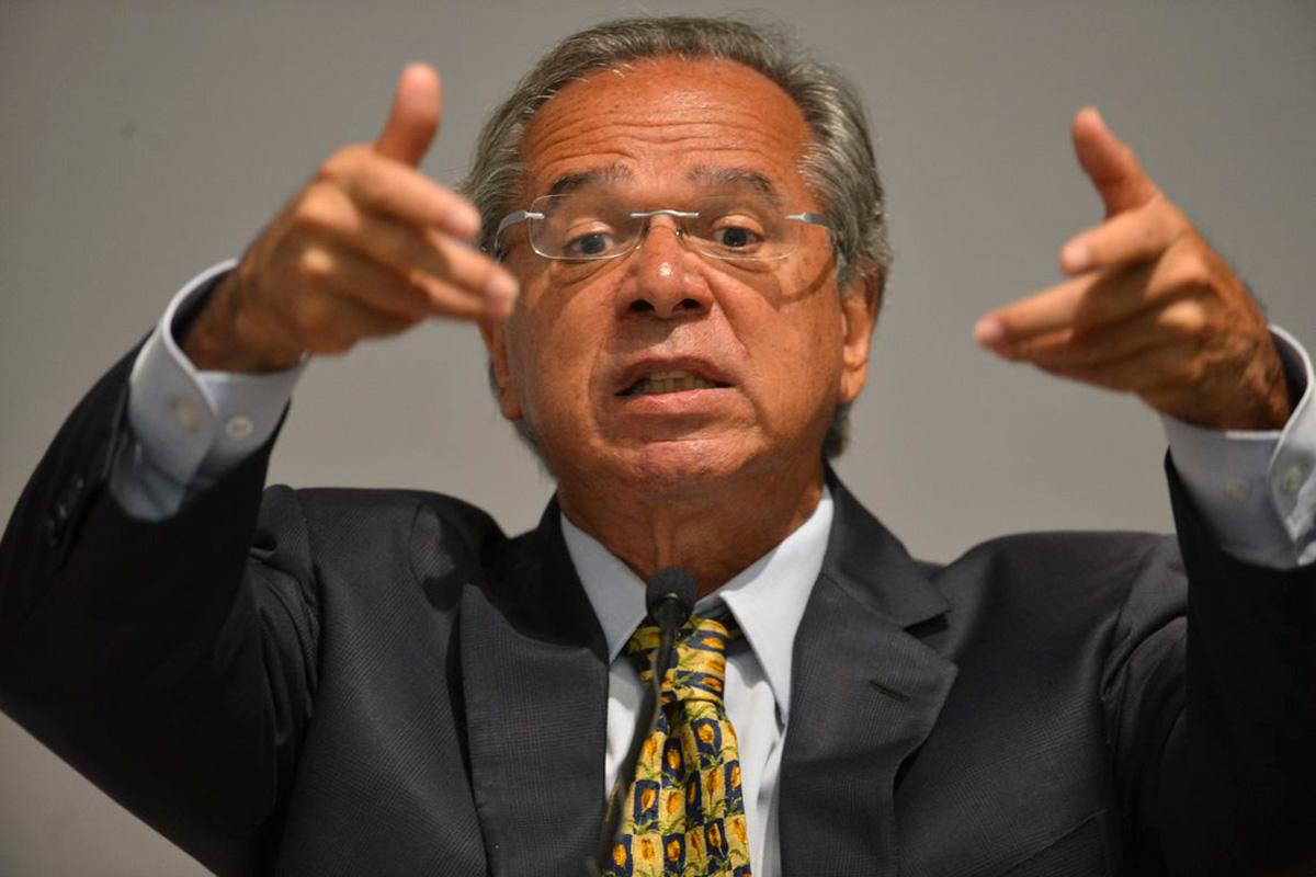 """""""Quero ver você não chorar, não olhar pra trás, nem se arrepender do que faz"""", declarou o ministro Guedes"""