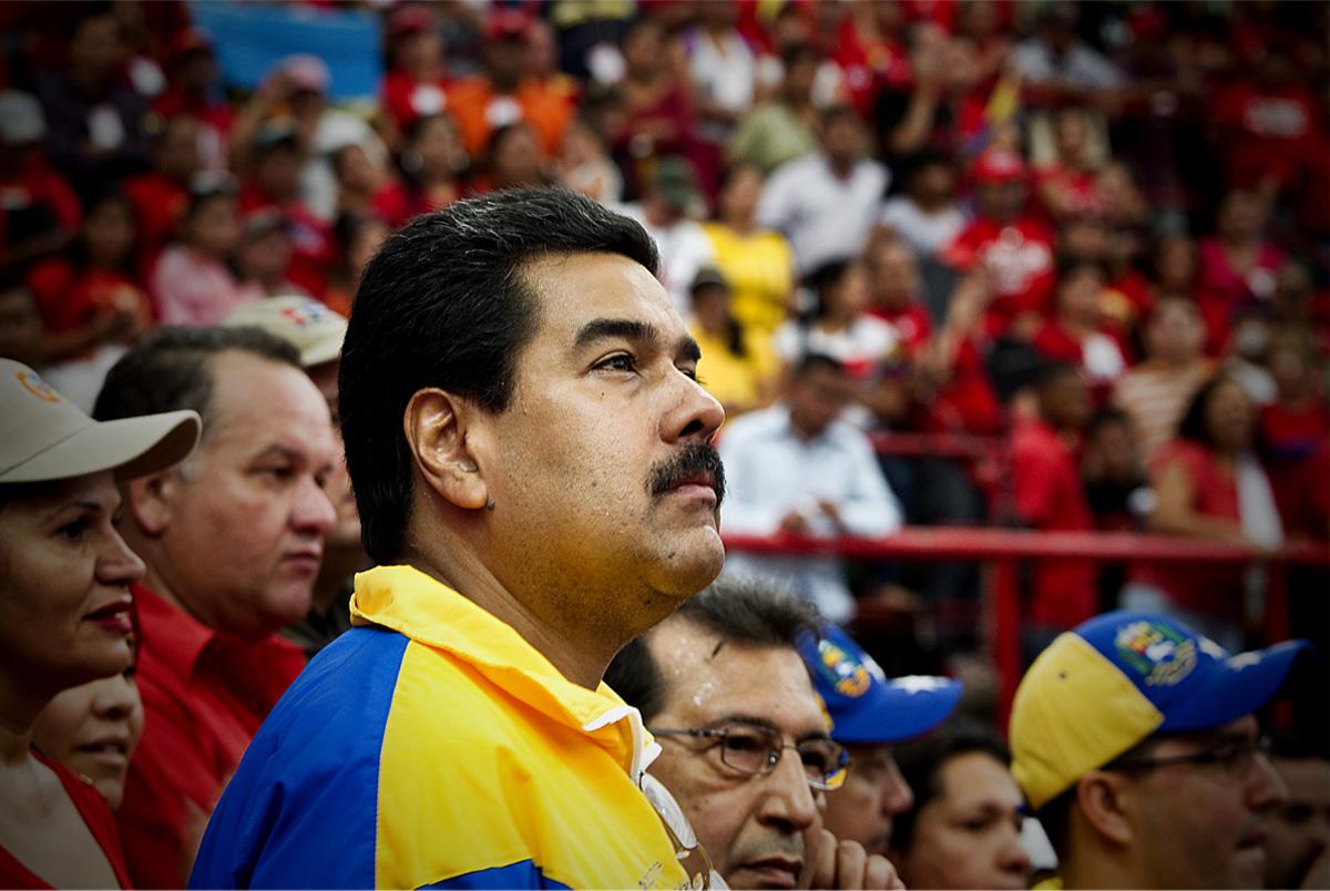 Maduro ordenou que o exército atirasse nas fronteiras fugitivas, mas faltou munição, que estava presa na aduana